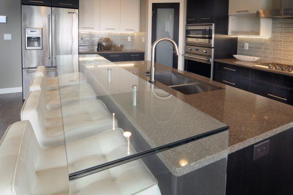 santa-monica-kitchen-glass-counter-4