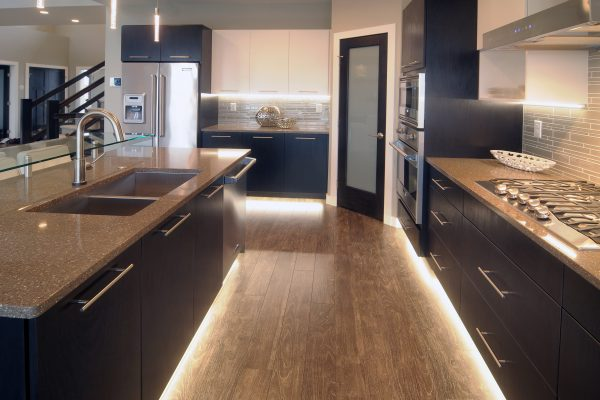 santa-monica-kitchen-underlighting
